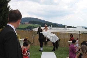 Braut am Pferd